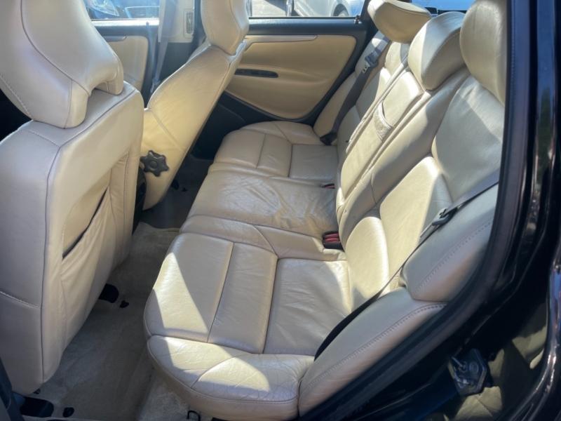 Volvo V70 2004 price $9,900