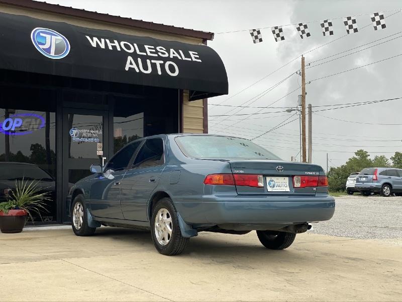 Toyota Camry 2001 price $2,998