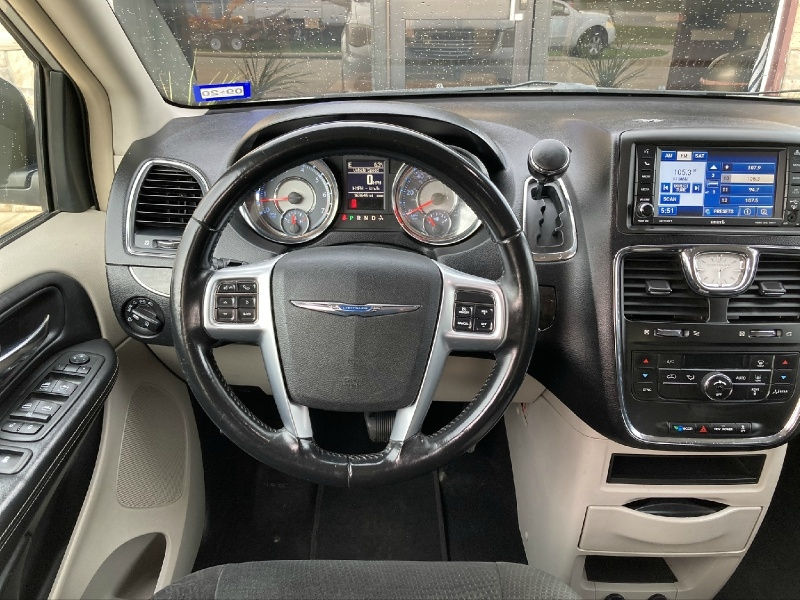 Chrysler Town & Country 2012 price $5,998