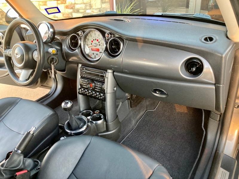 Mini Cooper Hardtop 2006 price $5,998