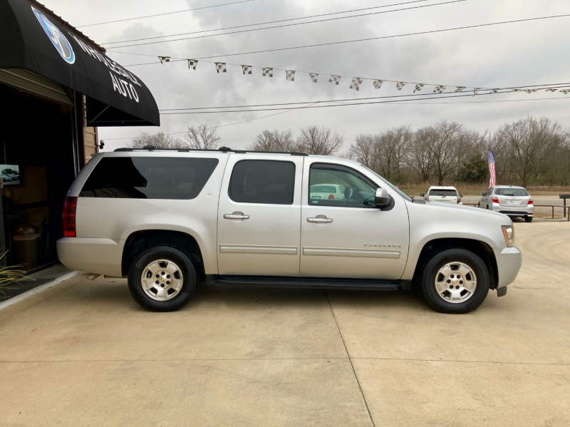 Chevrolet Suburban 2011 price $9,998