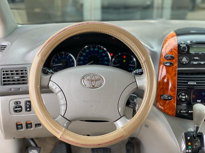 Toyota Sienna 2007 price $6,998