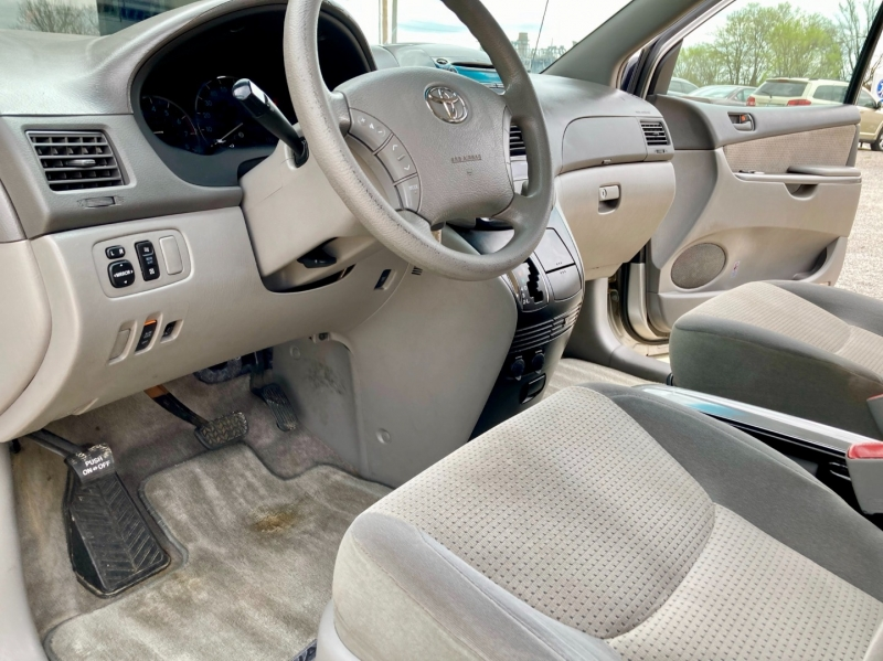 Toyota Sienna 2006 price $5,998