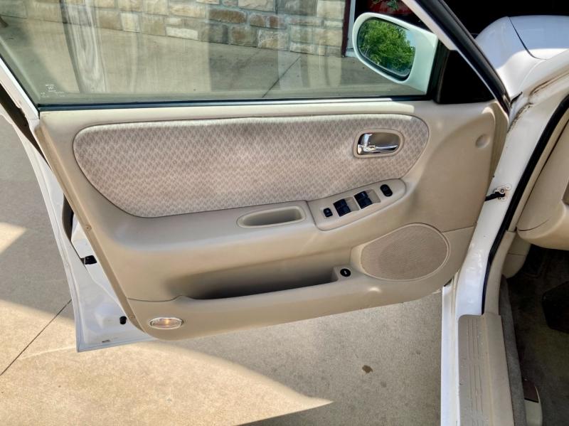 Mazda 626 2002 price $2,998