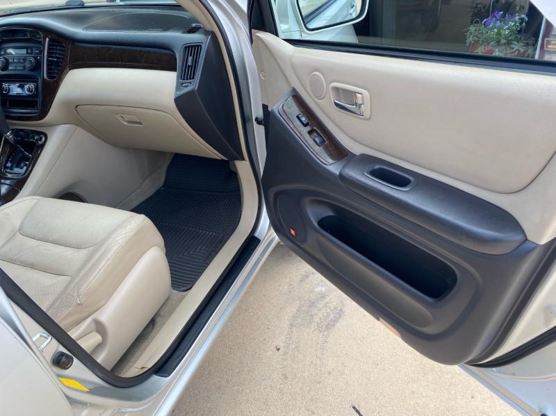 Toyota Highlander 2003 price $4,998