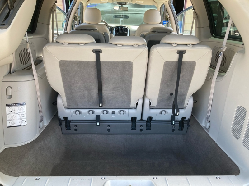 Chrysler Town & Country 2005 price $4,998