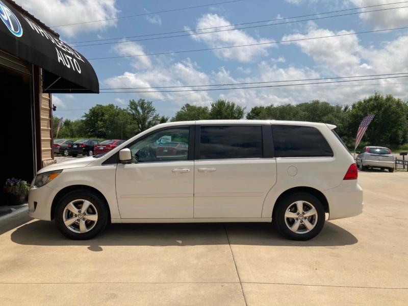 Volkswagen Routan 2010 price $5,998