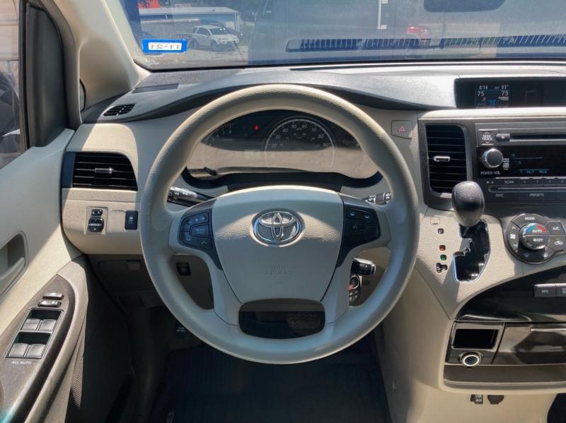 Toyota Sienna 2014 price $16,998