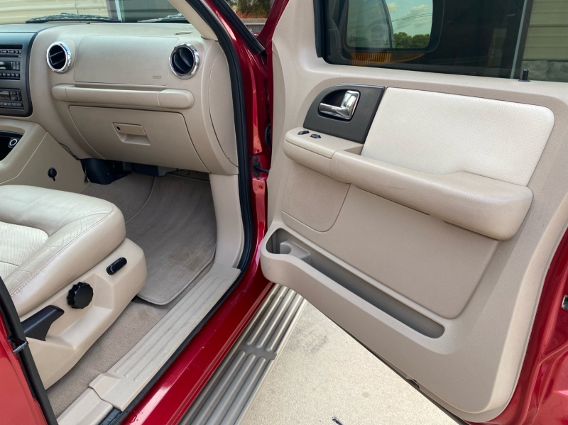 Ford Expedition 2005 price $5,498