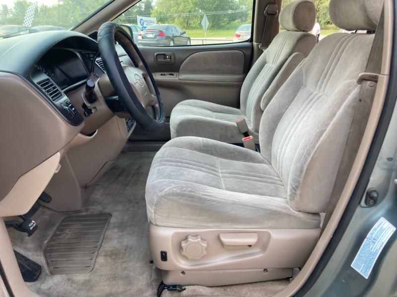 Toyota Sienna 1999 price $2,598