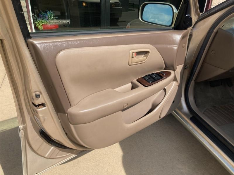 Toyota Camry 2001 price $3,998