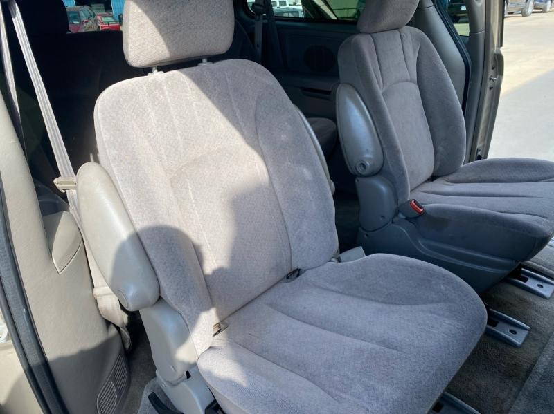 Dodge Grand Caravan 2003 price $3,998