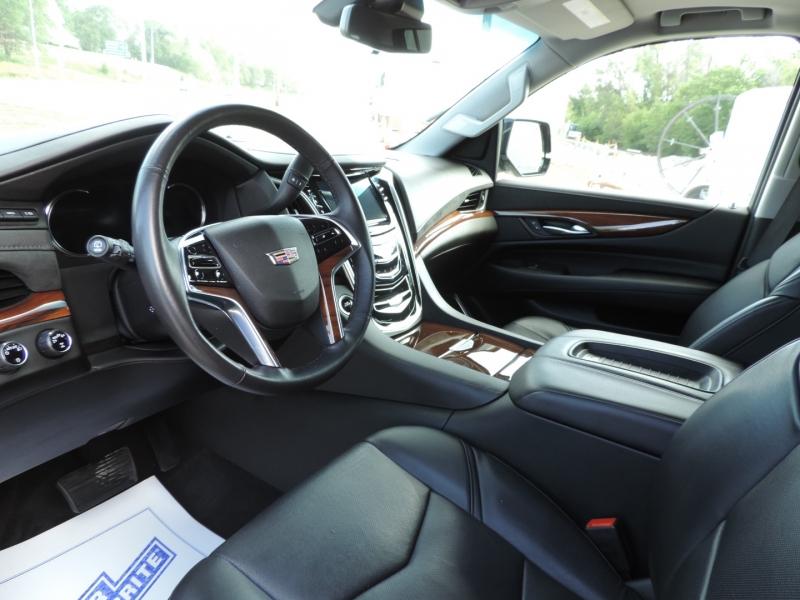 Cadillac Escalade ESV 2019 price $59,980