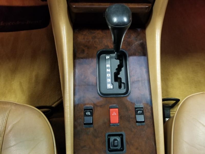 Mercedes-Benz 560 Series 1986 price $25,480