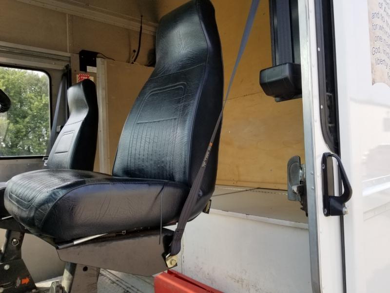 International 1000 Series Step Van 2001 price $22,980