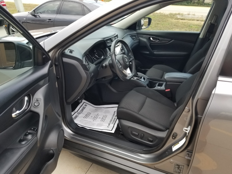 Nissan Rogue 2017 price $18,980