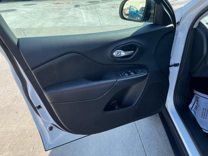 Jeep Cherokee 2019 price $29,980