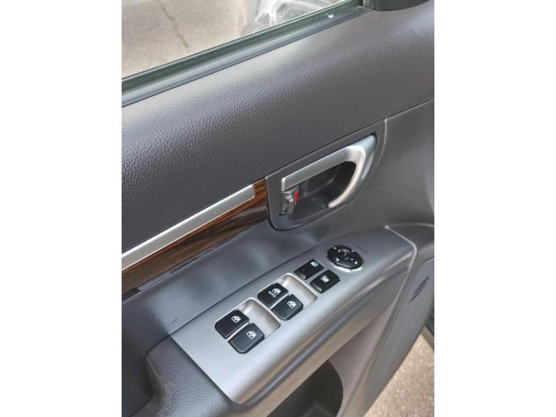 Hyundai Santa Fe 2012 price $8,995