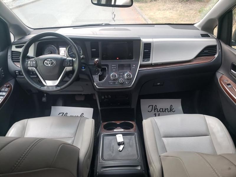 Toyota Sienna 2017 price $27,000