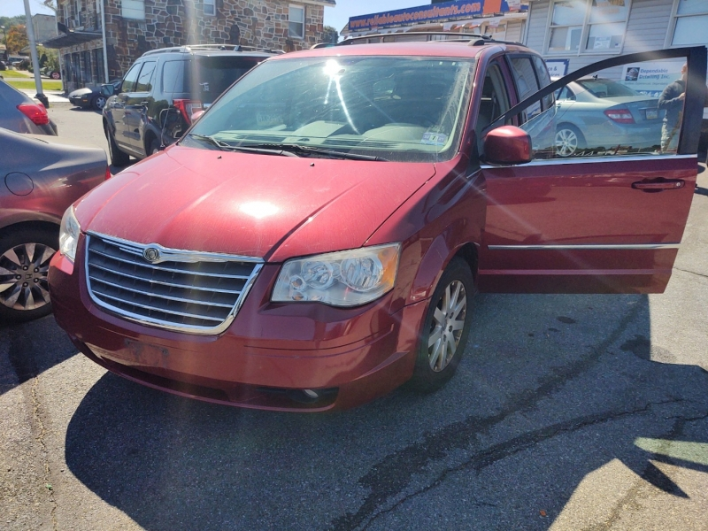 Chrysler Town & Country 2010 price $5,895