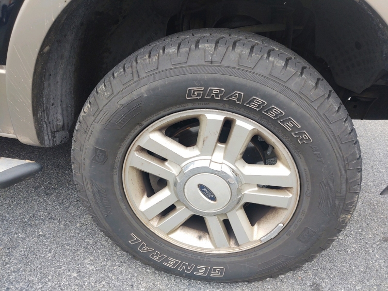 Ford F-150 2004 price $8,290