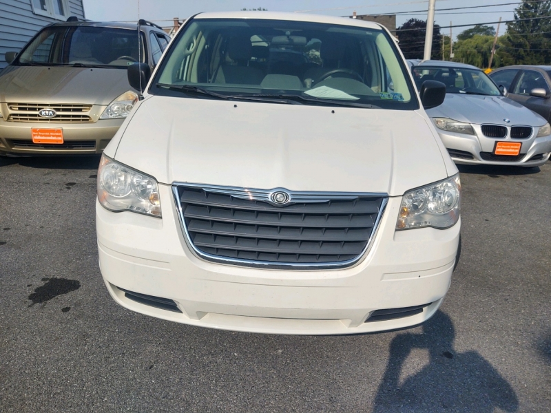 Chrysler Town & Country 2008 price $4,990 Cash