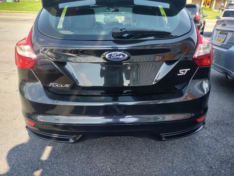 Ford Focus 2013 price $10,390 Cash