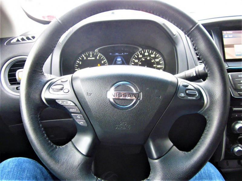 Nissan Pathfinder 2015 price $12,800