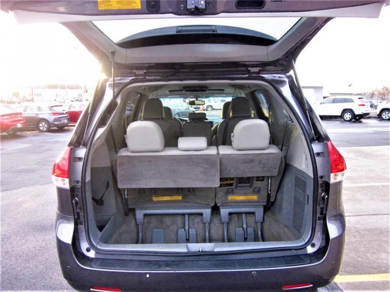 Toyota Sienna 2013 price $15,400