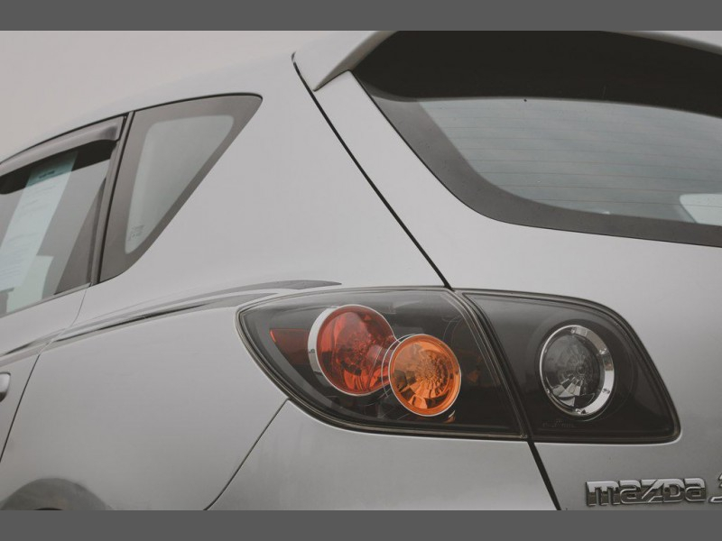 Mazda Mazda3 2004 price $5,995