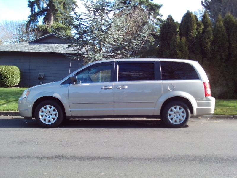 Chrysler Town & Country 2009 price $4,695