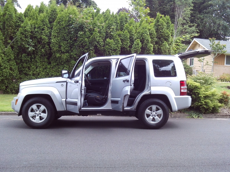Jeep Liberty 2009 price $3,650