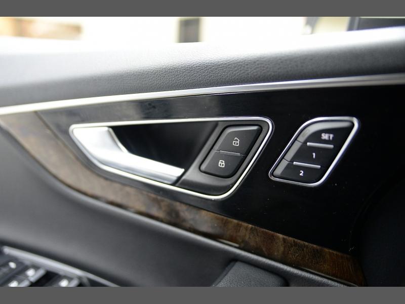 Audi Q7 2017 price $26,995
