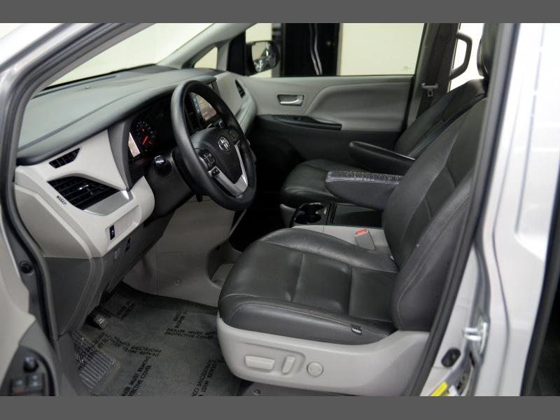 Toyota Sienna 2017 price $20,995