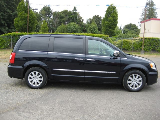 CHRYSLER TOWN & COUNTRY 2011 price $10,995