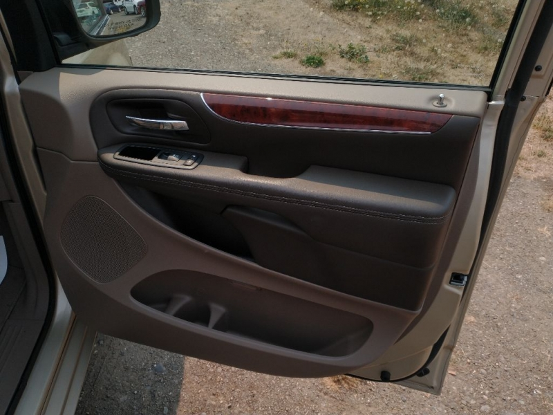 CHRYSLER TOWN & COUNTRY 2012 price $16,995