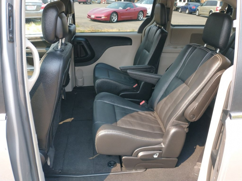 CHRYSLER TOWN & COUNTRY 2016 price $21,995