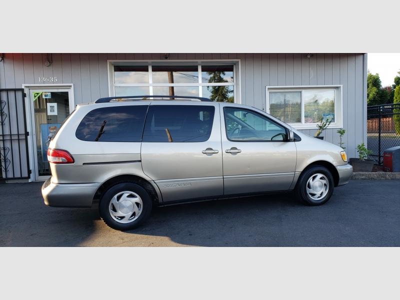 Toyota Sienna 2002 price $4,597