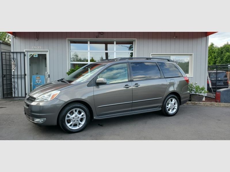 Toyota Sienna 2005 price $8,991