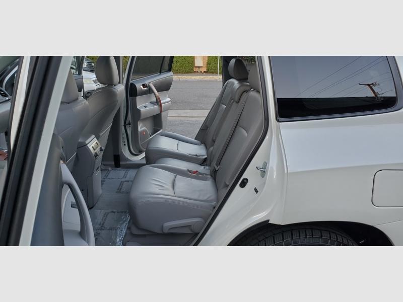Toyota Highlander 2008 price $17,991
