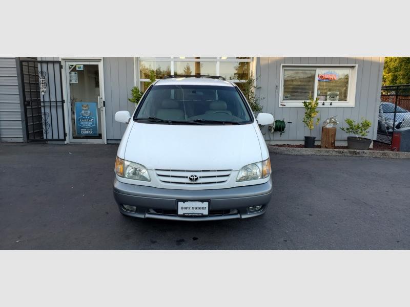Toyota Sienna 2002 price $5,991