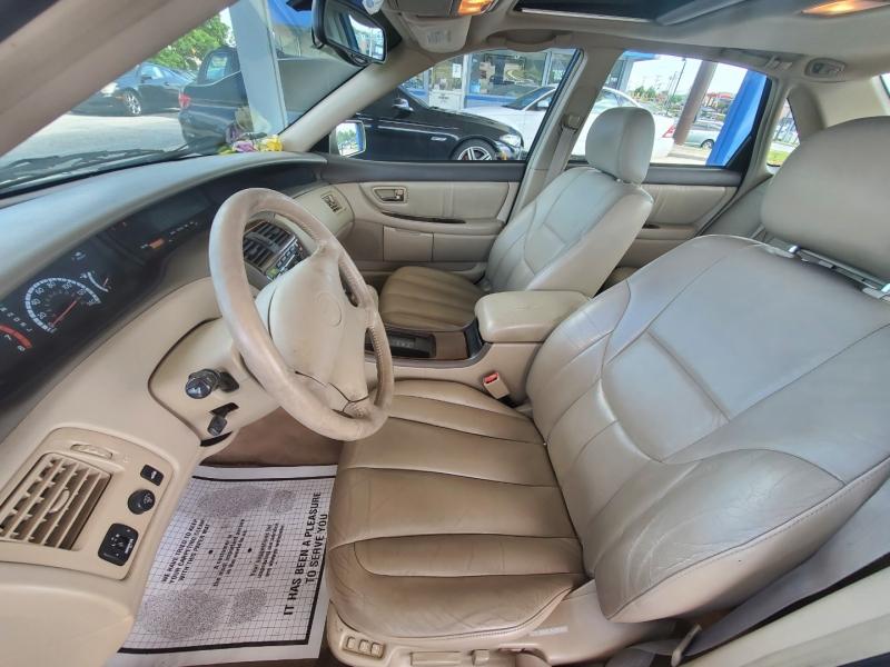 Toyota Avalon 2000 price $3,199 Cash