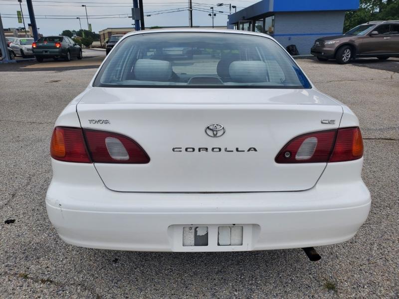 Toyota Corolla 2000 price $2,670