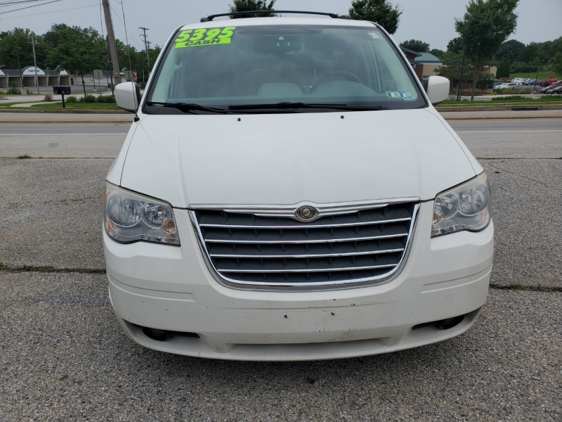 Chrysler Town & Country 2008 price $5,395 Cash