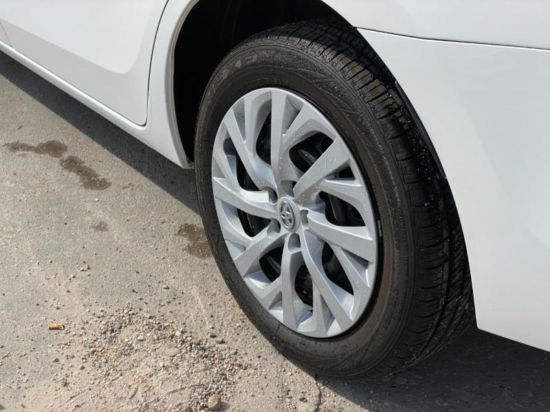 Toyota Corolla 2017 price $13,900
