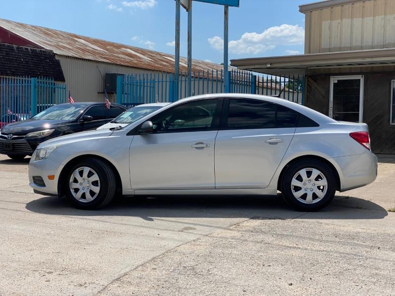 Chevrolet Cruze 2013 price $7,900