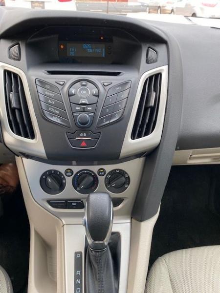 Ford FOCUS SE 2012 price $9,990