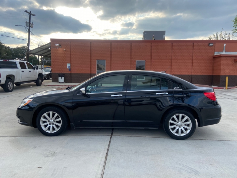 Chrysler 200 2012 price $4,600