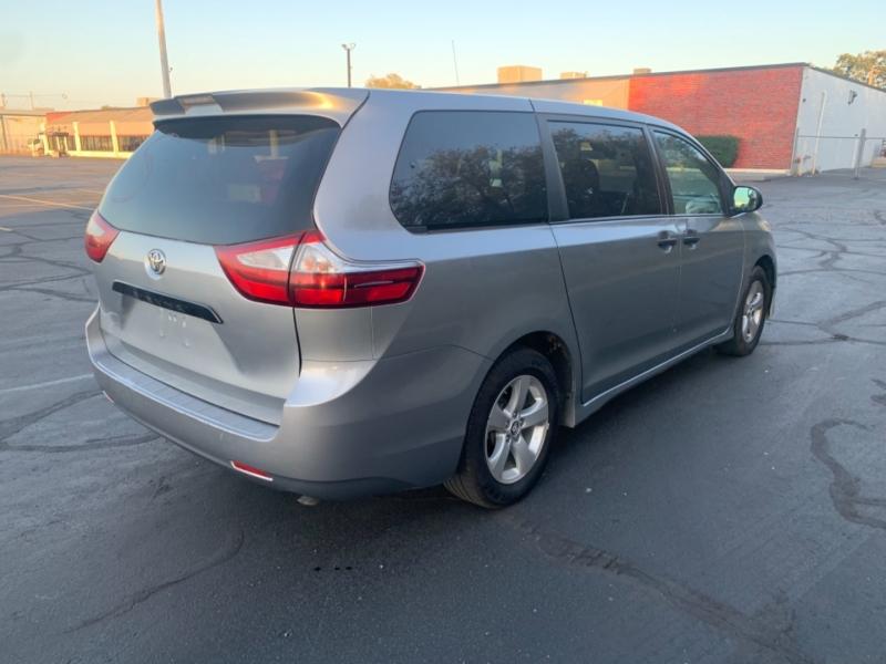 Toyota Sienna 2018 price $14,900