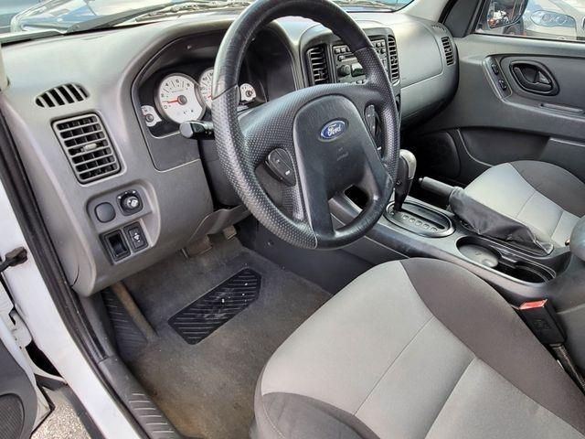 Ford Escape 2006 price $4,500